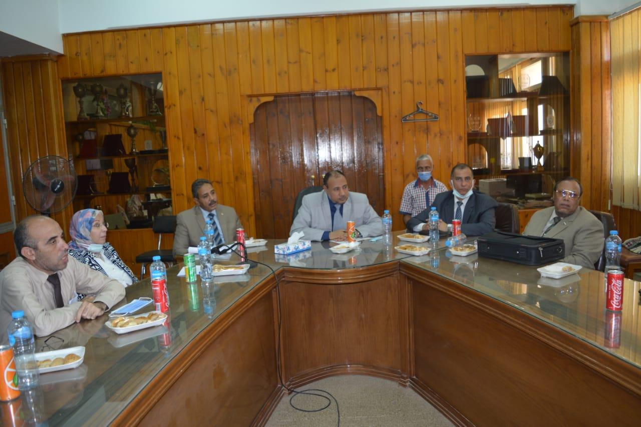 نائب رئيس جامعة الأزهر يجتمع بالسادة عمداء الكليات لمتابعة ظهور نتائج الامتحانات