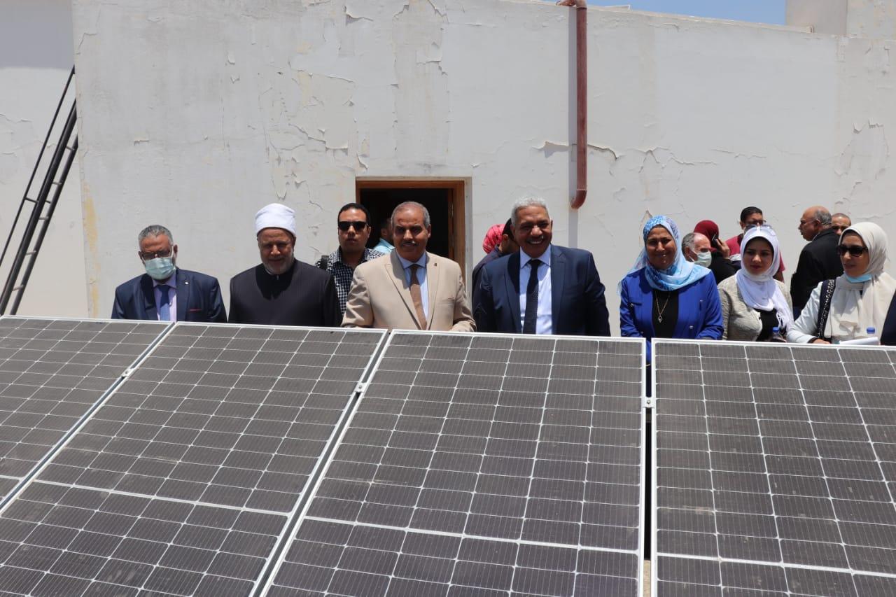 رئيس جامعة الأزهر يفتتح مشروع الطاقة الجديدة والمتجددة بمبنى إدارة الجامعة