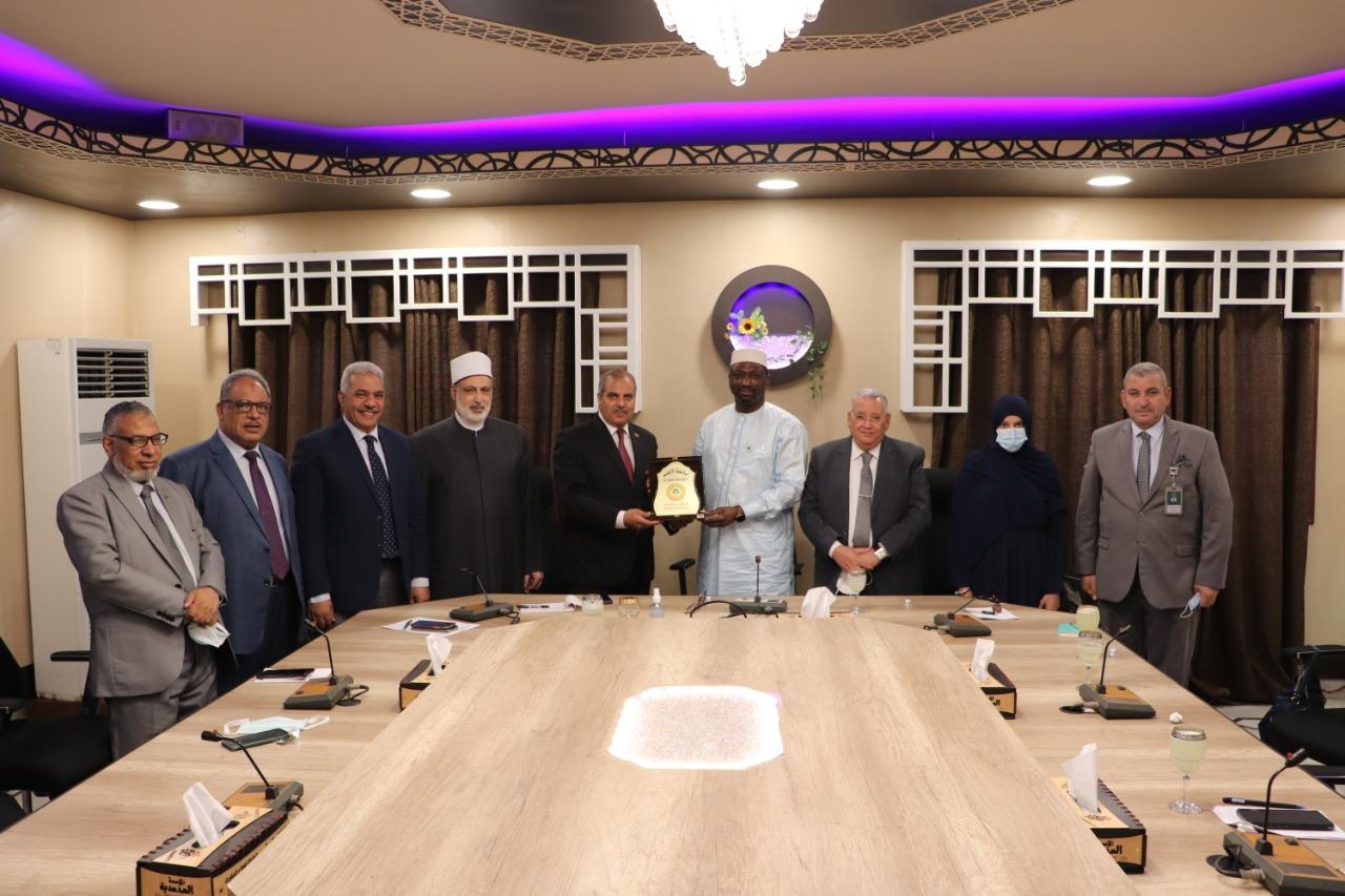 رئيس جامعة الأزهر يستقبل أمين عام مجمع الفقه الإسلامي الدولي بجدة