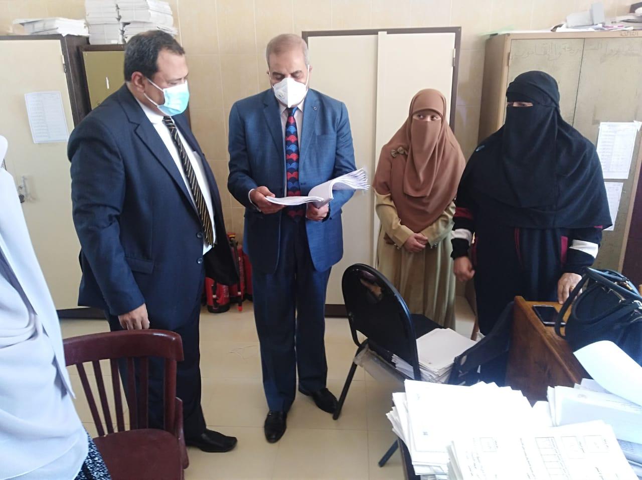 رئيس جامعة الأزهر يتفقد فصول الدراسات الإسلامية بمحافظة الفيوم ويتابع سير العمل بالكنترولات
