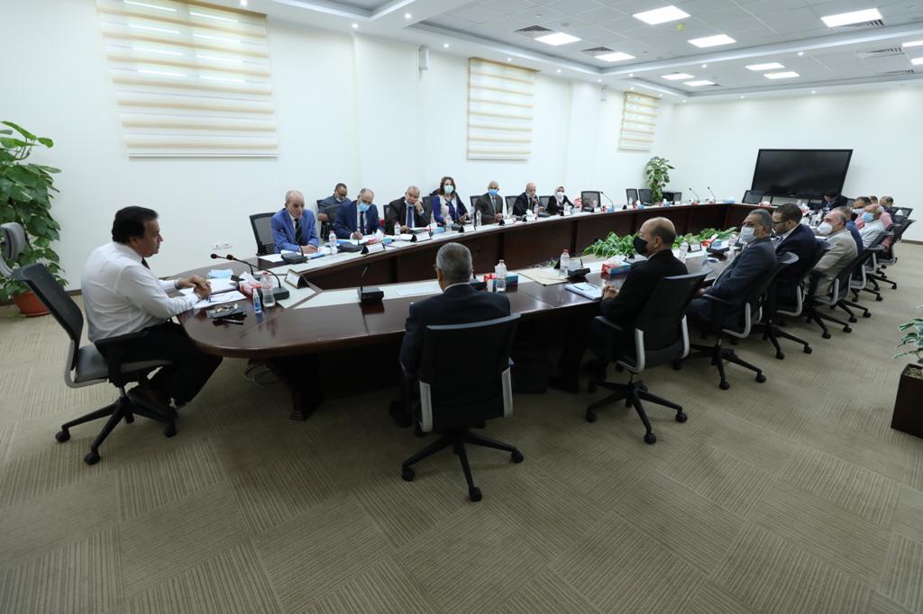 وزير التعليم العالي يطالب المعاهد الخاصة بسرعة تعديل اللوائح