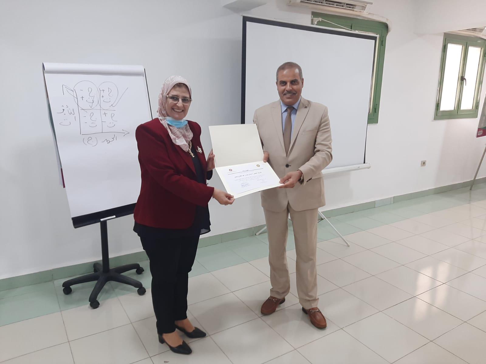 رئيس جامعة الأزهر يشهد تخريج الدورة التدريبية السابعة من قيادات المستقبل بمركز التدريب والتطوير