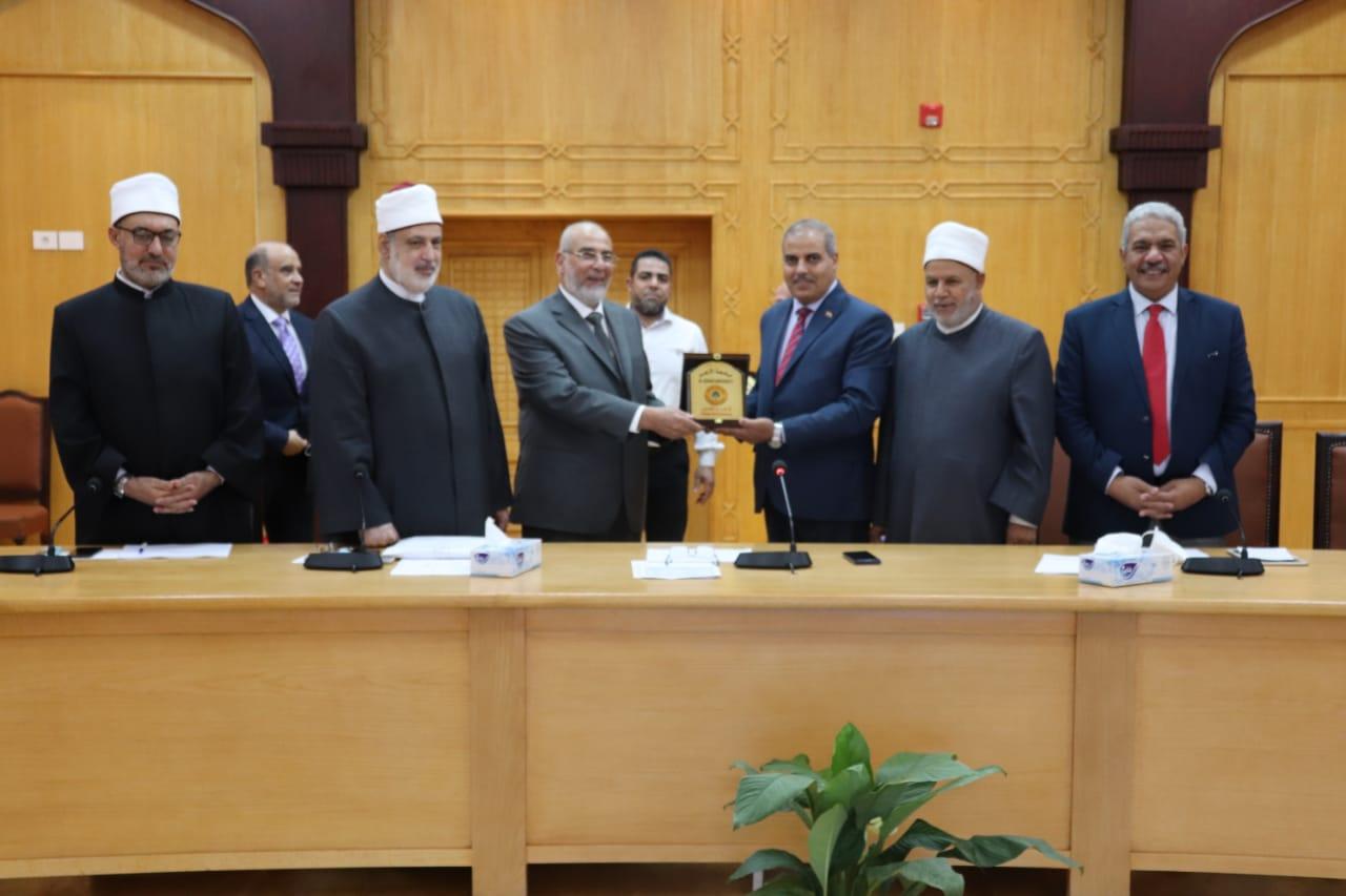 مجلس جامعة الأزهر يكرم العمداء ويشيد باستضافة الجامعة لاجتماع المجلس الأعلى للجامعات