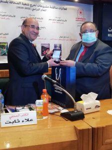 جامعة حلوان تُكرم رئيس تحرير الأهرام خلال مناقشات مشروعات تخرج شعبة الصحافة