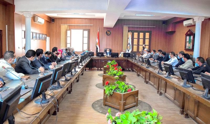 رئيس جامعة بني سويف يوجه بسرعة الانتهاء من ميكنة الإدارة