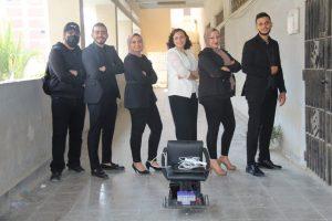"""""""كرسي متحرك باستخدام حركة العين"""".. مشروع تخرج طلاب هندسة حلوان"""