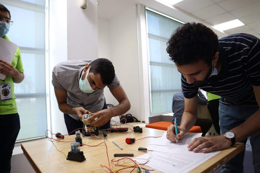 أثناء مشاركة طلاب هندسة حلوان في المسابقة