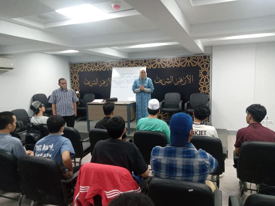 رئيس تطوير الوافدين تتفقد بدء الدراسة في برنامج تعليم اللغة العربية لطلاب تايلاند