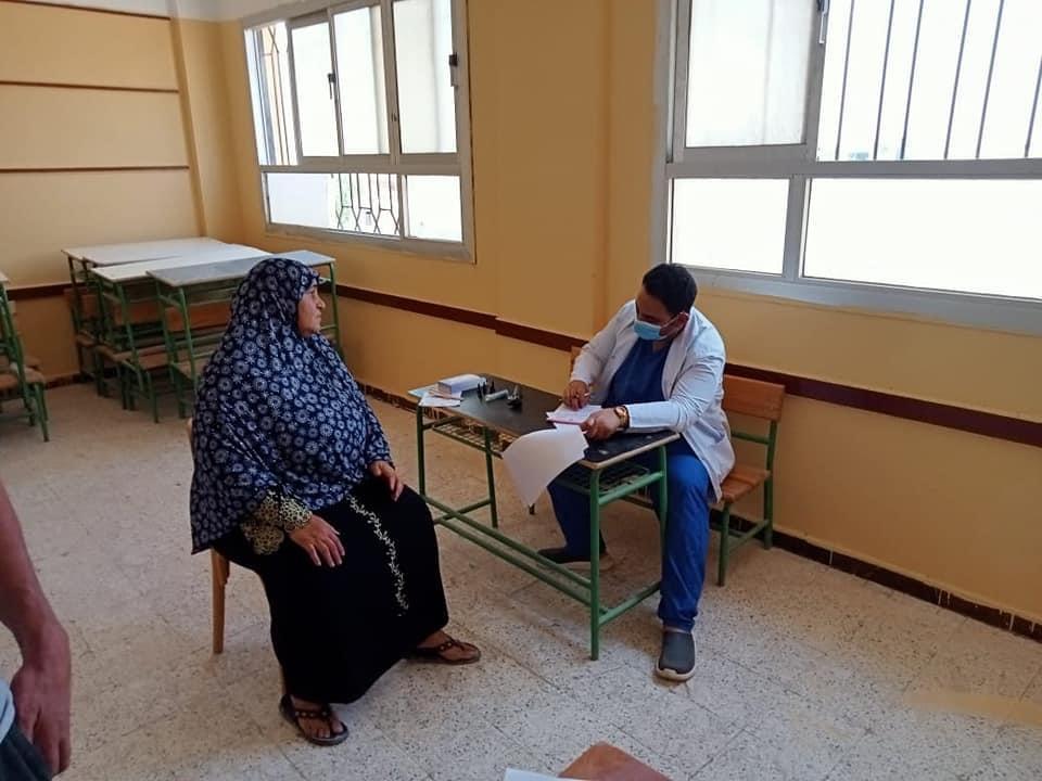 علاج 452 حالة في قافلة جامعة القناة بالإسماعيلية