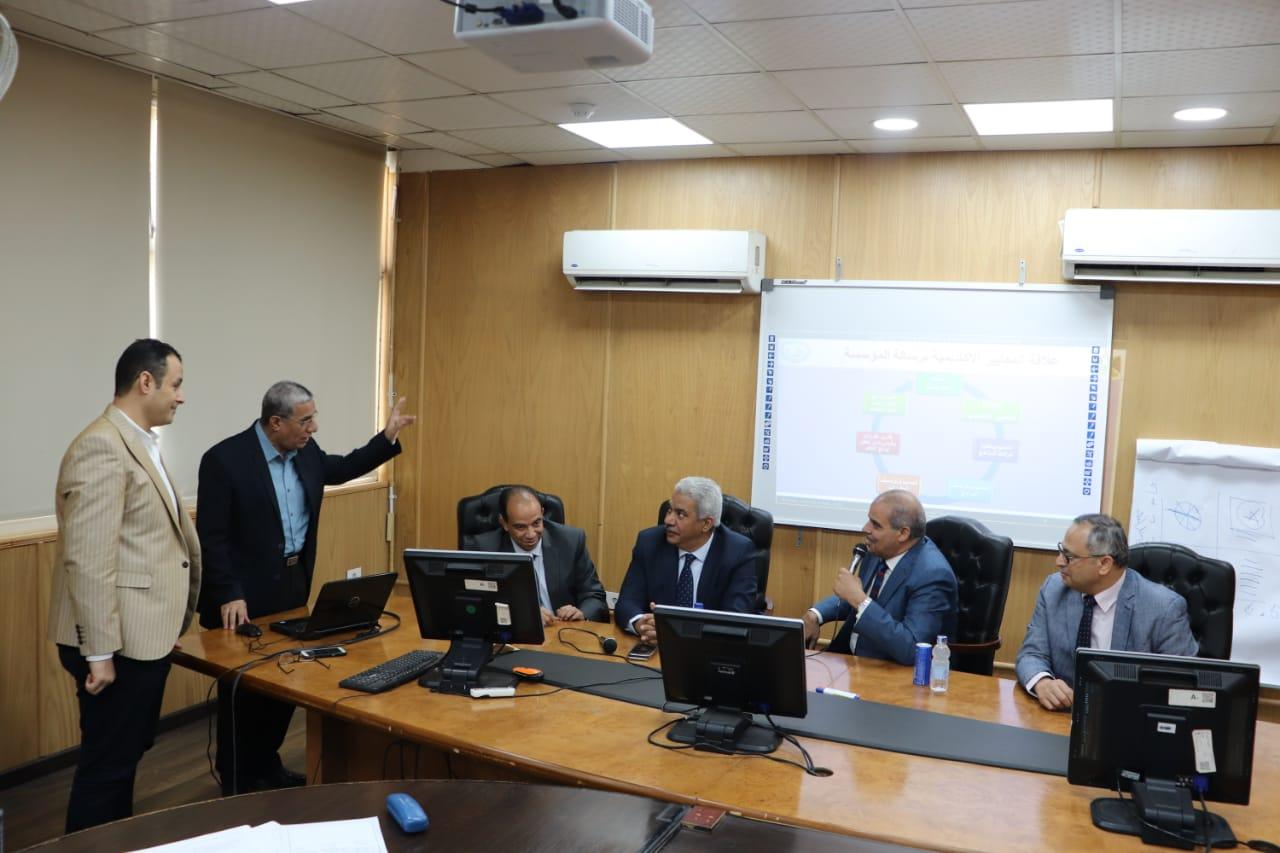 رئيس جامعة الأزهر يتابع استعدادات كلية الطب للحصول على شهادة تجديد الاعتماد