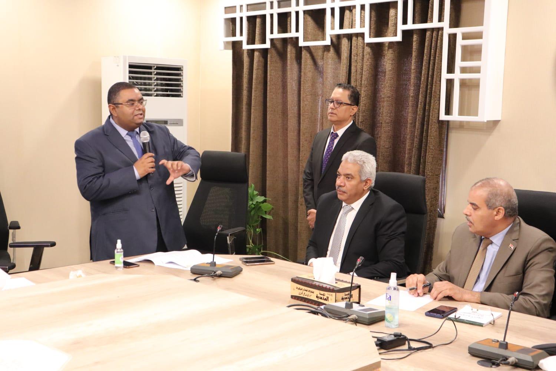 رئيس جامعة الأزهر يطالب مكتب التميز الدولي بدراسة رفع مكافأت النشر العلمي