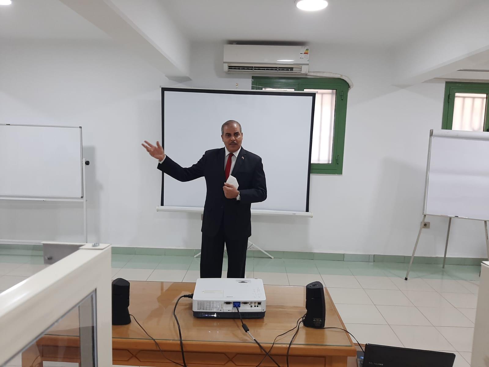 رئيس جامعة الأزهر يتفقد المجموعة التدريبية الثامنة بمركز التدريب والتطوير