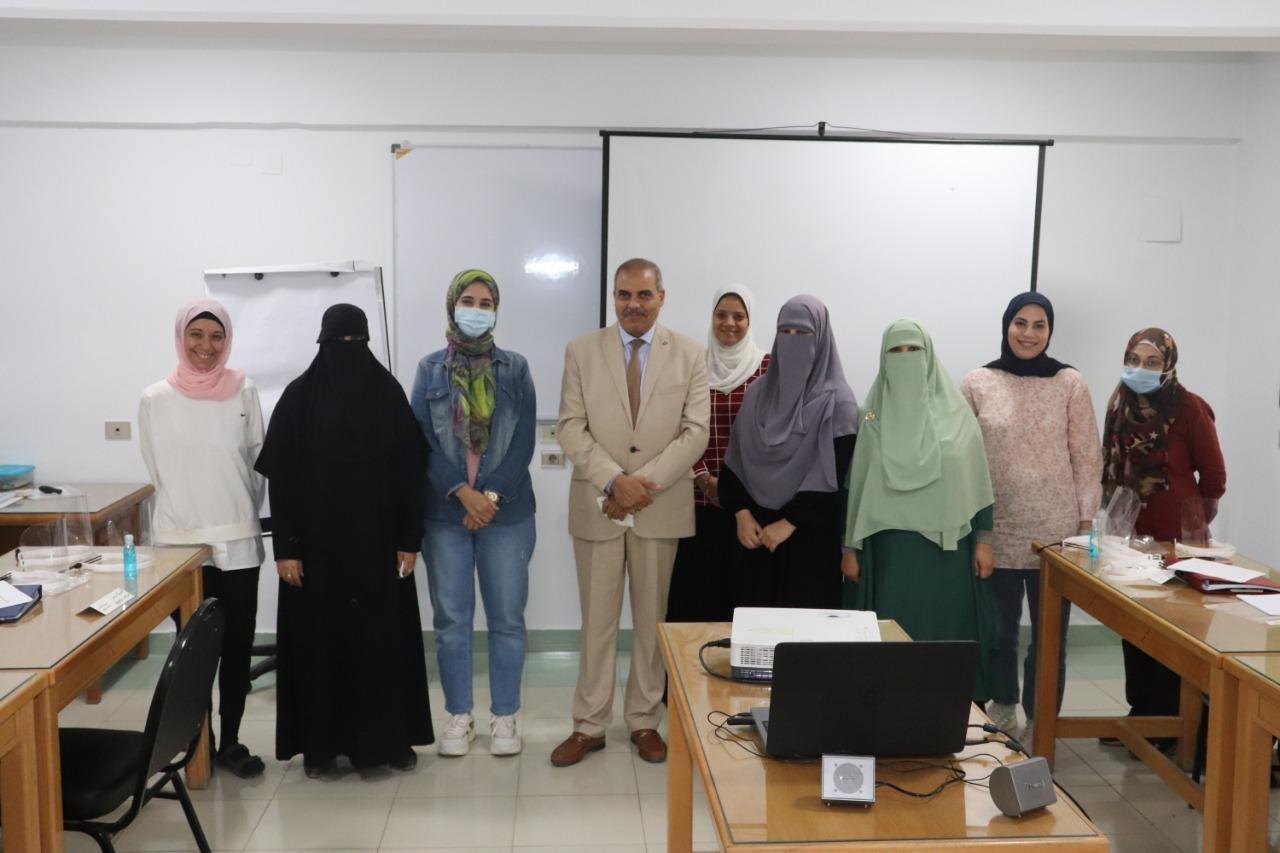 رئيس جامعة الأزهر يتفقد الدورة ال 34 لأعضاء الهيئة المعاونة بمركز التدريب والتطوير