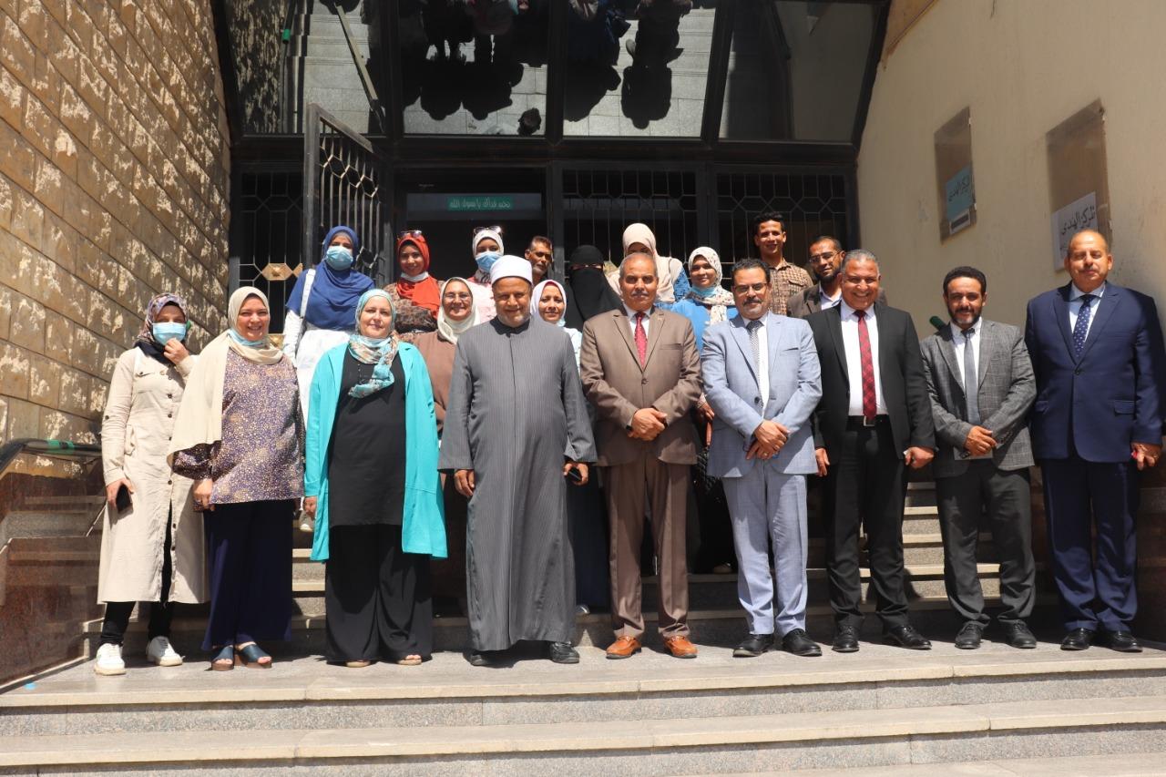 رئيس جامعة الأزهر يتابع لجان اختبارات القدرات بكلية التمريض