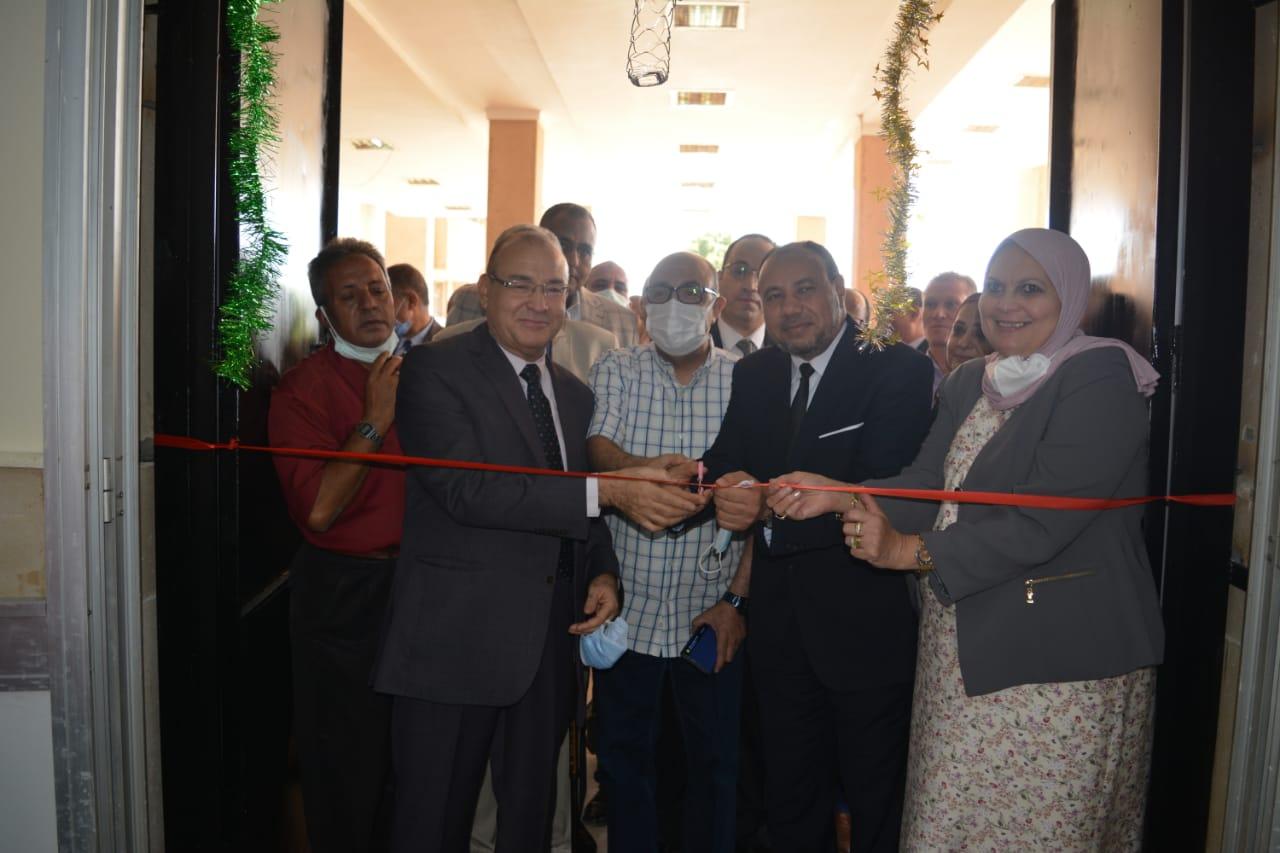 نائب رئيس جامعة الأزهر يفتتح اللجنة الطبية لأعضاء هيئة التدريس والصيدلية التابعة لها
