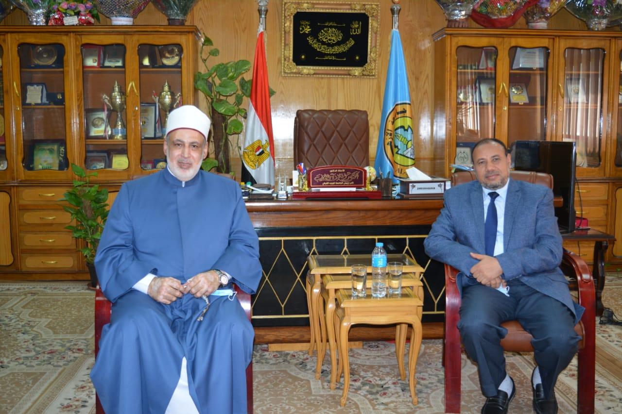 نائب رئيس جامعة الأزهر بأسيوط يستقبل وكيل الأزهر