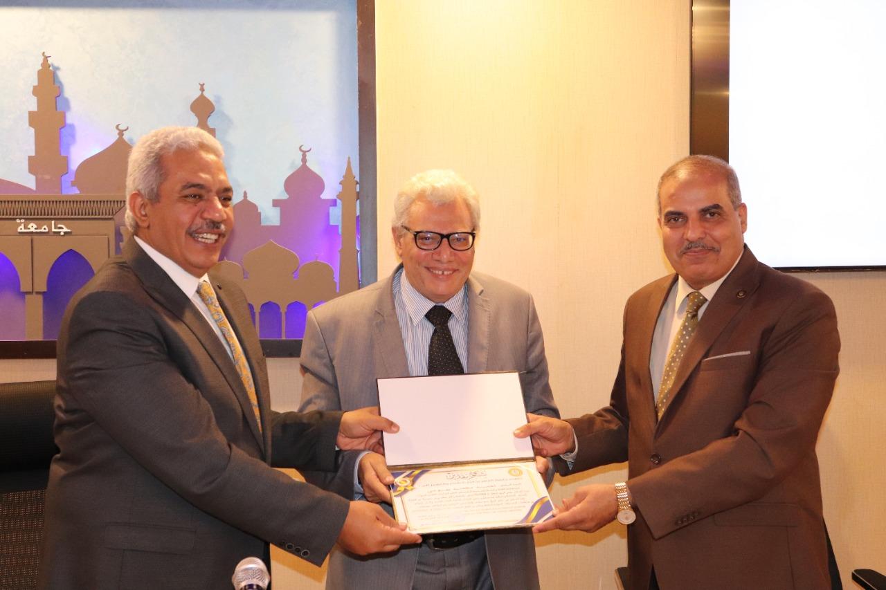 رئيس جامعة الأزهر يكرم أعضاء هيئة التدريس لإسهاماتهم في رفع تصنيف الجامعة