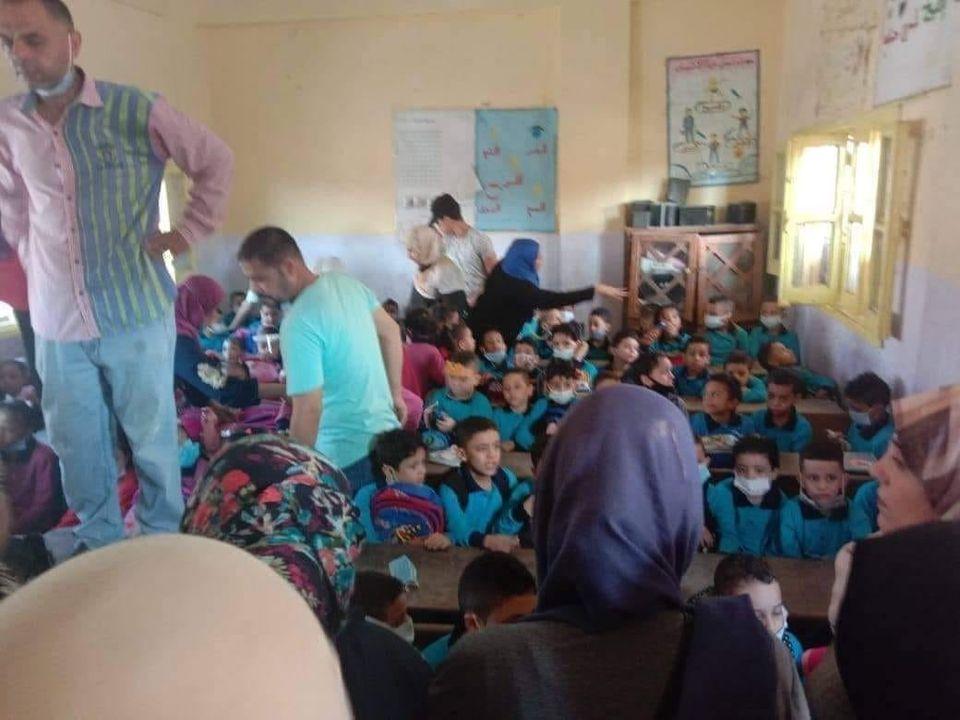 تقسيم أيام الحضور وتوفير أموال الوجبات لبناء مدارس جديدة.. اقترحات أمهات مصر الكثافة الطلابية