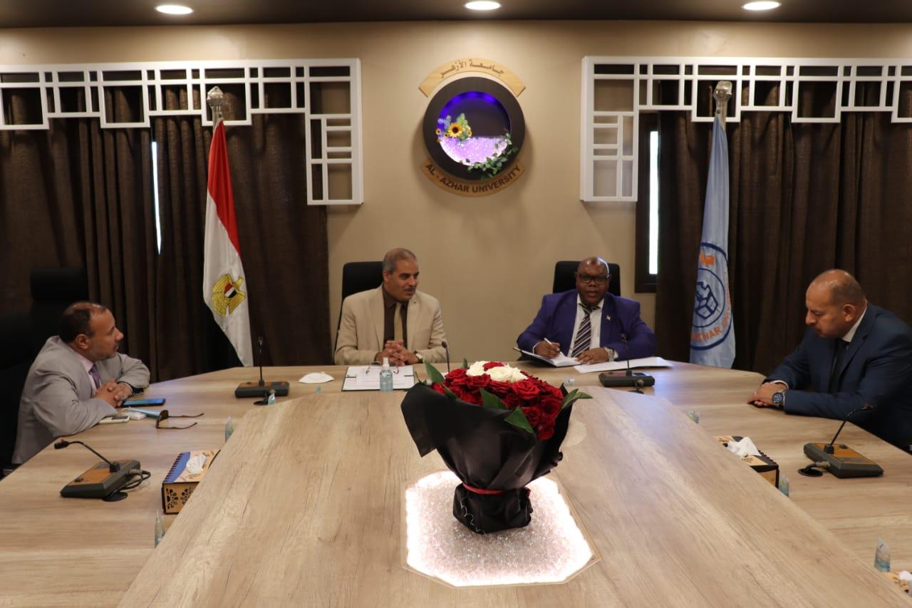 رئيس جامعة الأزهر يستقبل سفير بورندي لمناقشة سبل التعاون المشترك